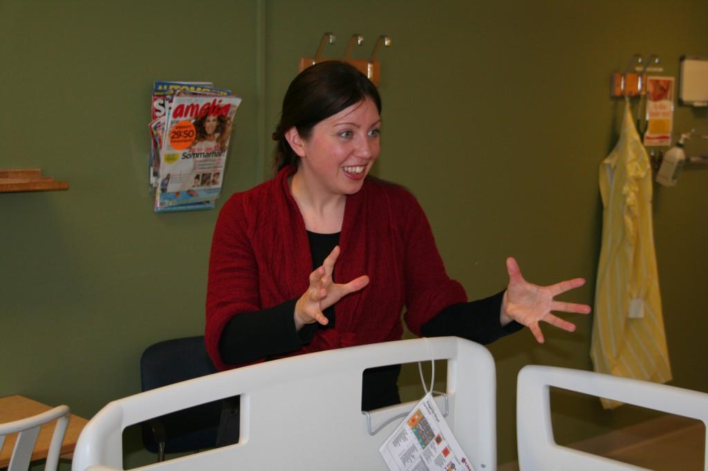 Sara berättar på centralsjukhuset i Kristianstad (foto: Linda Gärdebring).